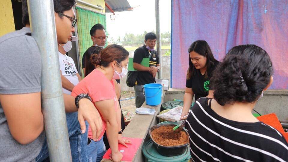Ecel in one of her training and demo sessions in her Farm in Lipa, Batangas.